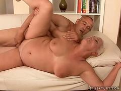 Hot fat gilf loves getting her chubby cunt fucked