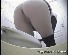 Toilet cam gets a glimpse of a big butt