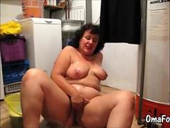 OmaFotze BBW mature cleans floor and masturbating pussy