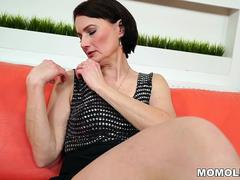 cadence lux squirting right to her moms friend